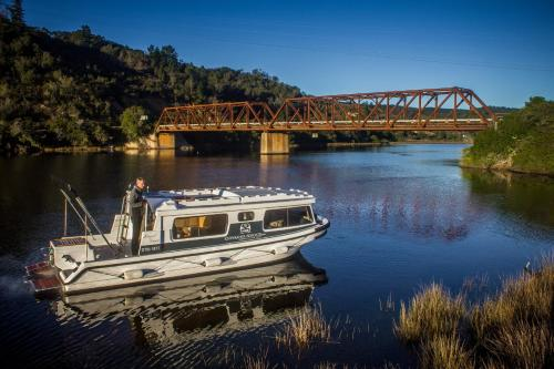 Knysna Houseboats Photo