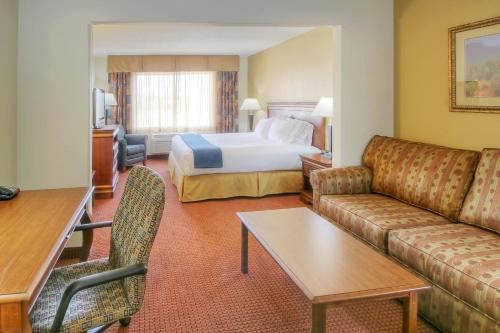 Holiday Inn Express Hotel & Suites Las Vegas Photo