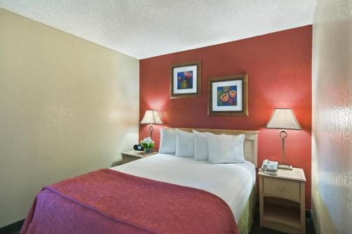 Oxford Inn & Suites Lancaster Photo