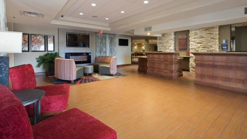 Best Western Plus Willmar Photo