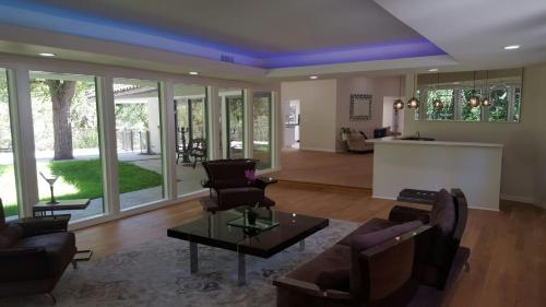 Spacious Vacation Home with Pool - Woodland Hills, CA 91364