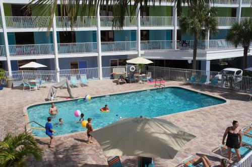 Pelican Pointe Hotel Photo