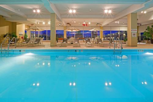 Red Lion Hotel Harrisburg Hershey In Harrisburg Pa Swimming Pool Indoor Pool Outdoor Pool