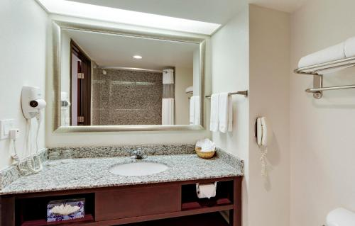 Hawthorn Suites by Wyndham DFW Airport North Photo