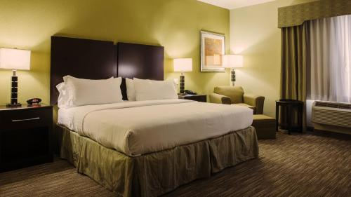 Holiday Inn Express Hotel & Suites Waller Photo
