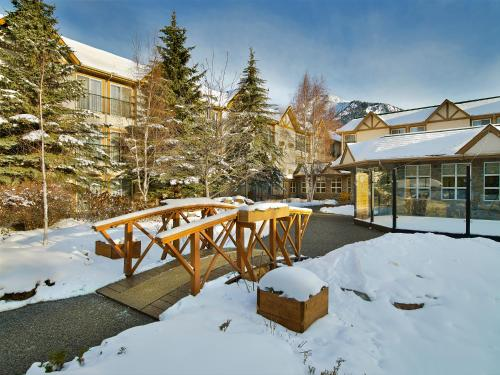 Coast Canmore Hotel & Conference Centre Photo