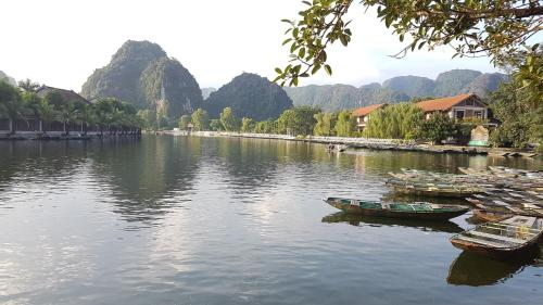 Tam Coc Mountain Lake Homestay, Ninh Binh