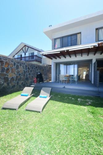 Stella Beach House by StayMauritius, Pointe d'Esny