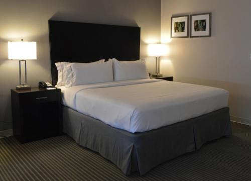Holiday Inn Express & Suites Claremore Photo
