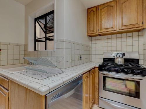 Large Top Floor Apartment Center of North Beach - San Francisco, CA 94133