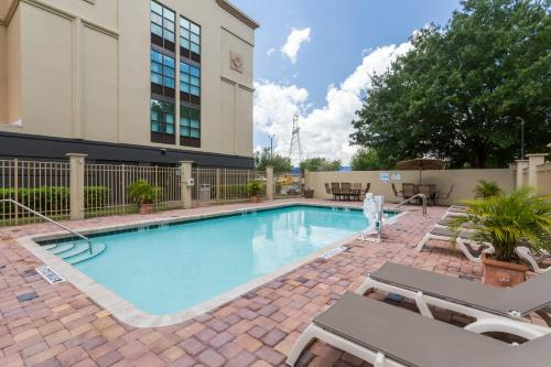 Wingate by Wyndham - Universal Studios and Convention Center photo 2