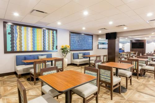 Wingate by Wyndham - Universal Studios and Convention Center photo 11
