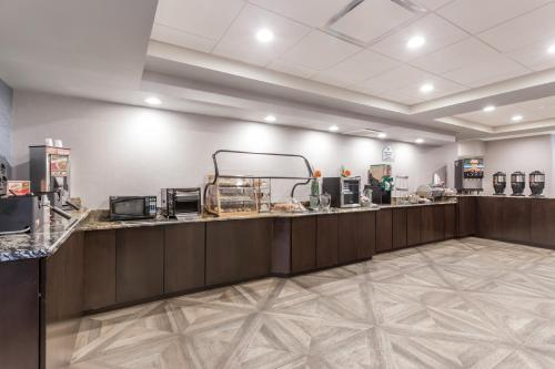 Wingate by Wyndham - Universal Studios and Convention Center photo 13