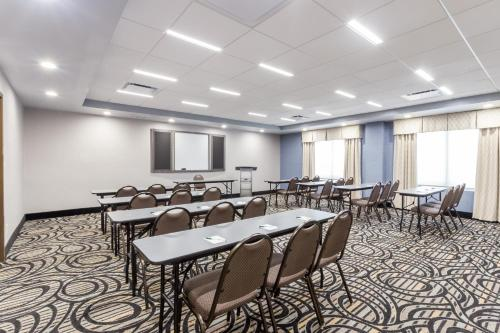 Wingate by Wyndham - Universal Studios and Convention Center photo 16