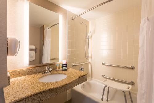 Wingate by Wyndham - Universal Studios and Convention Center photo 31