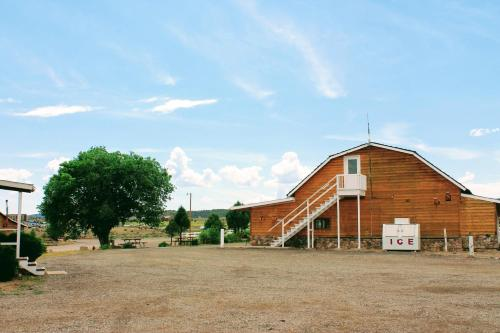The Riverside Ranch Motel and RV Park Photo