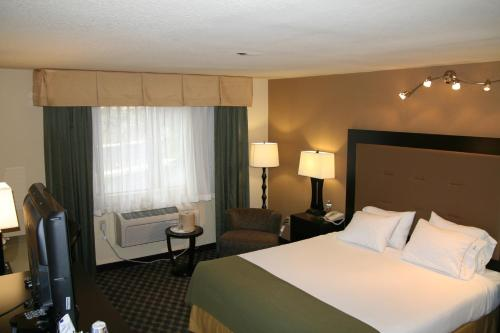 Holiday Inn Express Union City - Union City, CA 94587
