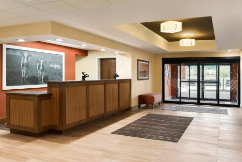 Hampton Inn West Des Moines Lake Drive Photo
