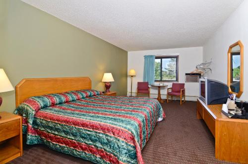 AmeriVu Inn and Suites - Hayward Photo