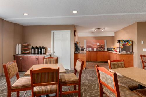 Days Inn and Suites Cochrane Photo