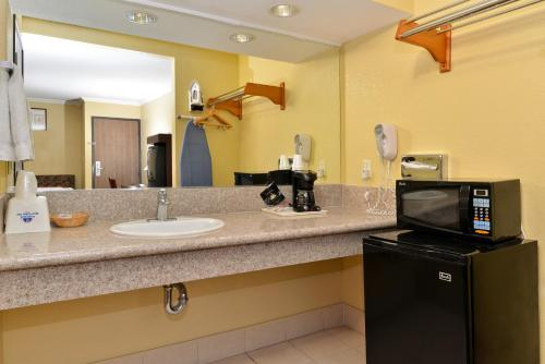 Americas Best Value Inn Pasadena Photo