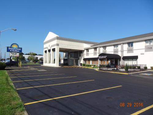 Days Inn & Suites Columbus East Airport Photo