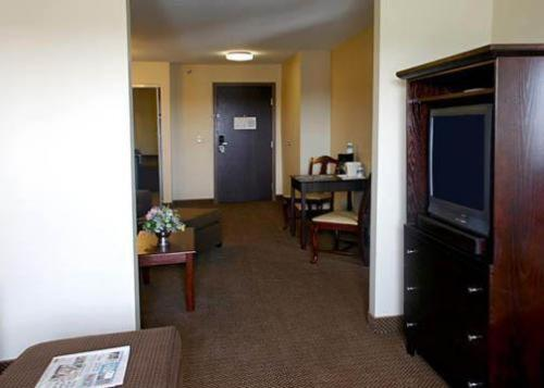 Comfort Suites Wixom / Novi Photo