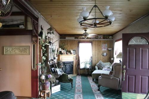 Hospitality Inn Bed & Breakfast - Dorris, CA 96023