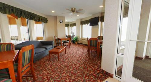 Baymont Inn and Suites Dowagiac Photo