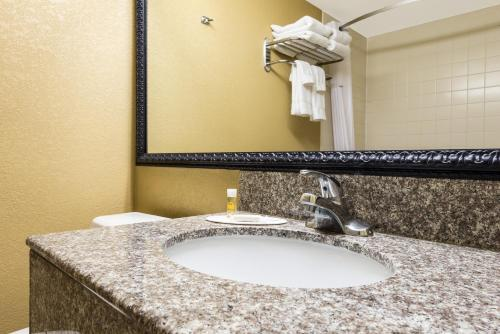 Days Inn - Hurstbourne - Louisville, KY 40222