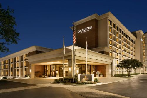 DoubleTree by Hilton McLean Tysons Photo