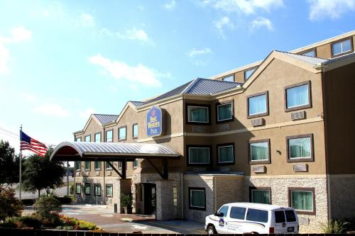 Best Western Plus Arlington North Hotel Suites In Grand Prairie Tx Swimming Pool Outdoor
