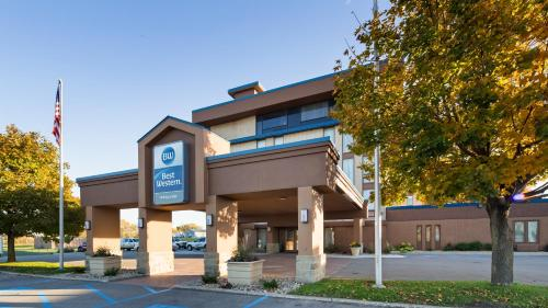 Best Western Holiday Lodge - Clear Lake, IA 50428