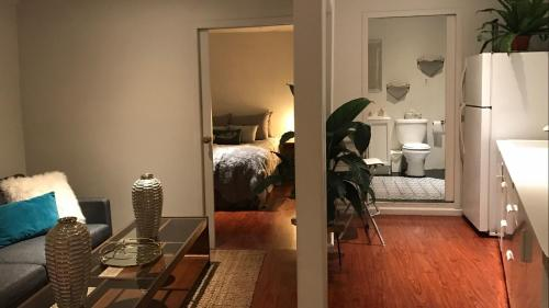 The Gatehouse close to downtown modern comfy private patio - Los Angeles, CA 90065
