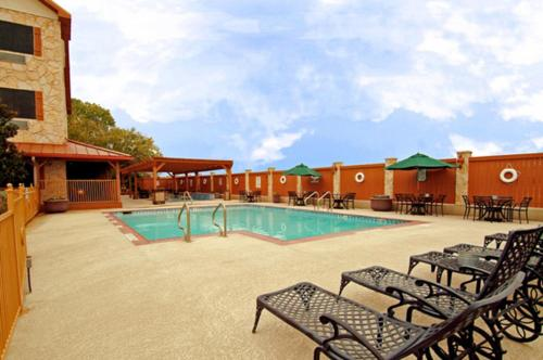 Best Western Dinosaur Valley Inn & Suites - Glen Rose, TX 76043