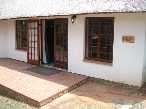 Oaktree Lodge Guest House Photo