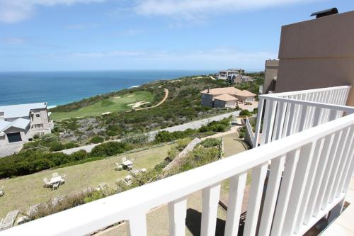 Pinnacle Point Beach and Golf Resort Photo