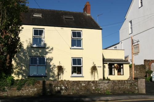 Photo of Nythfa Hotel Bed and Breakfast Accommodation in Saundersfoot Pembrokeshire