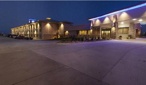 Best Western Plus Mid NE Inn & Suites Photo