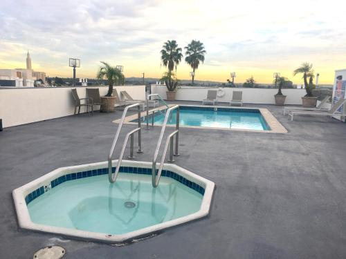 Midvale Apartments 425 - Los Angeles, CA 90024