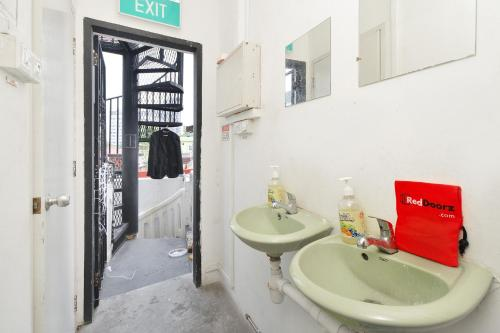 RedDoorz Hostel near Boon Keng MRT photo 3