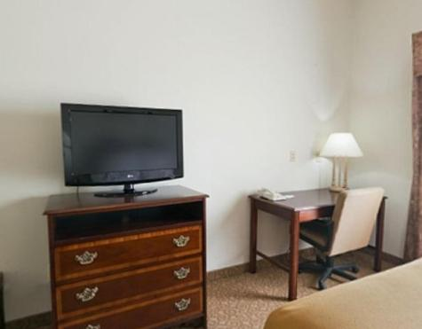 Holiday Inn Express Hotel & Suites Commerce-Tanger Outlets Photo