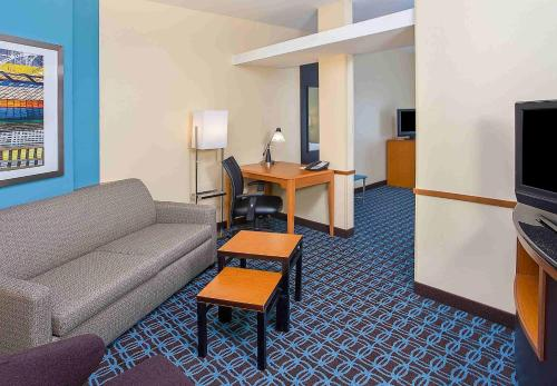 Fairfield Inn and Suites Louisville East Photo