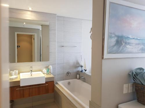 Harbour Bridge Suite 220 Photo