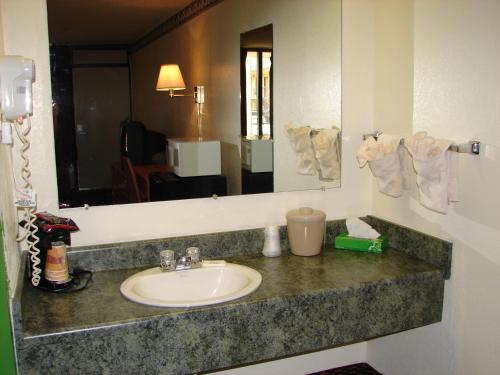 Columbus Inn & Suites Photo