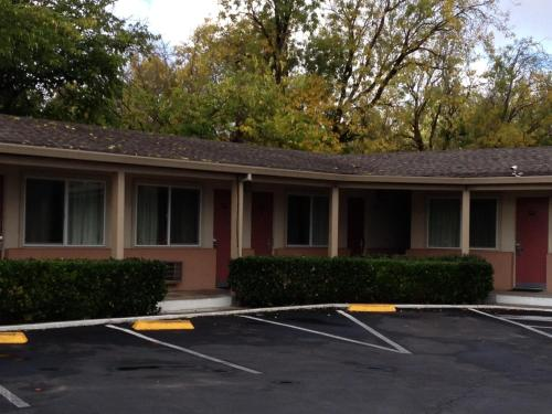 Travelodge Santa Rosa - Santa Rosa, CA 95407