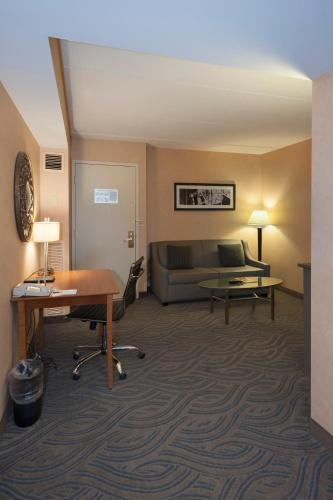 Crowne Plaza Suites : MSP Airport - Mall of America Photo