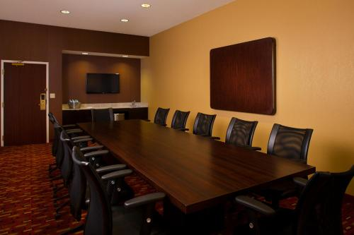 Courtyard by Marriott New Orleans Metairie Photo