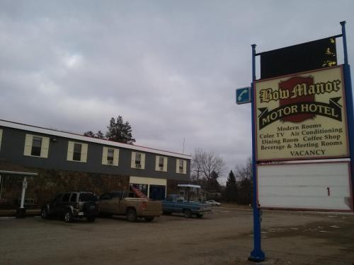 Bow Manor Motor Hotel Photo