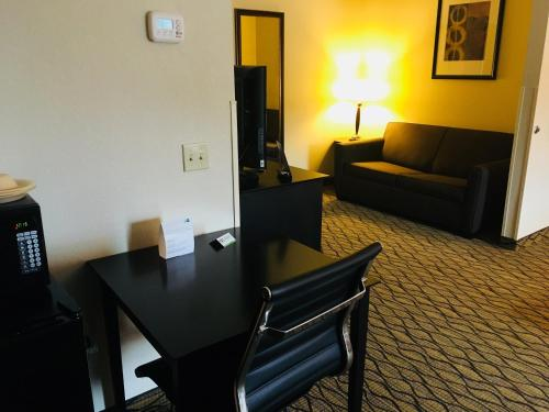 Holiday Inn Express Hotel & Suites Cadillac Photo